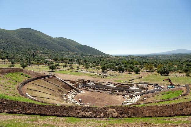 Cenário de um antigo teatro histórico na grécia