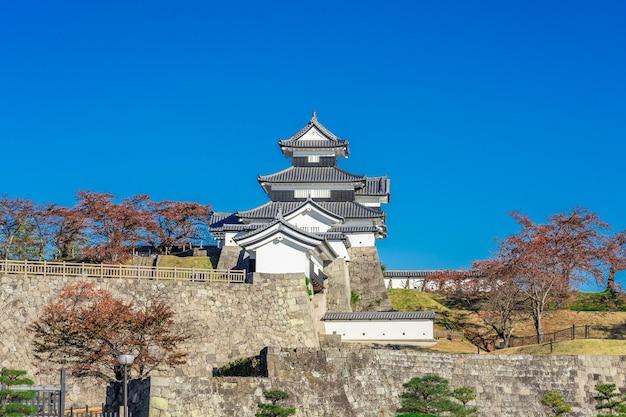 Cenário do castelo shirakawa komine, japão.