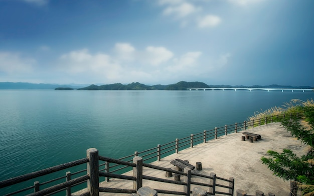 Cenário do lago qiandao em hangzhou