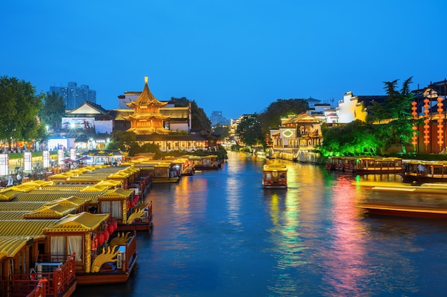 Cenário noturno do templo de confúcio em nanjing, china