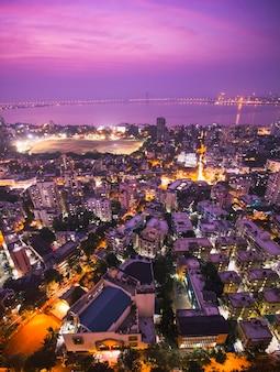 Cenas do crepúsculo em mumbai