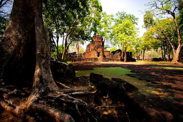 Cênica bonita de prasat muangsing kanchanaburi tailândia