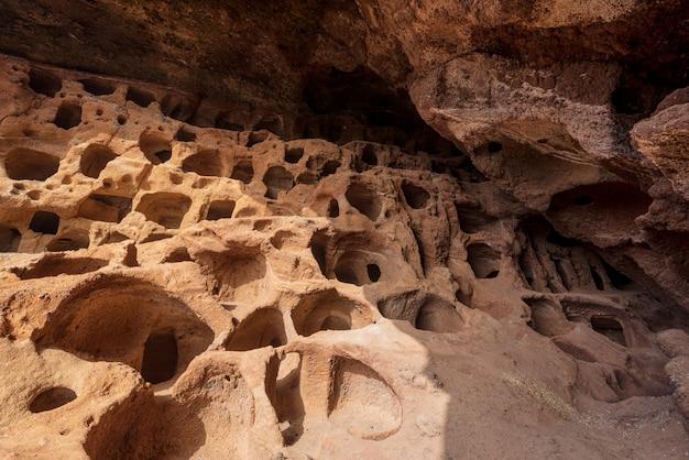 Cenobio de valeron, sítio arqueológico, cavernas aborígines em gran canaria, ilhas canárias.