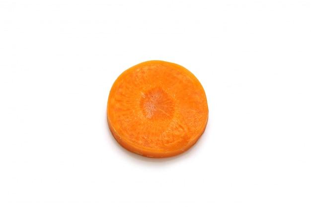 Cenoura isolada cortada no fundo branco com traçado de recorte