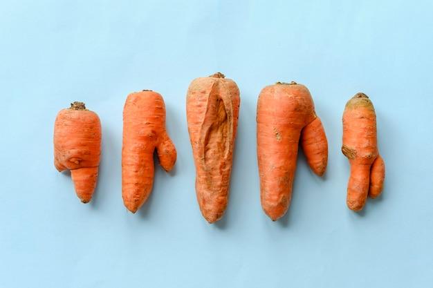 Cenouras duplas e rachadas