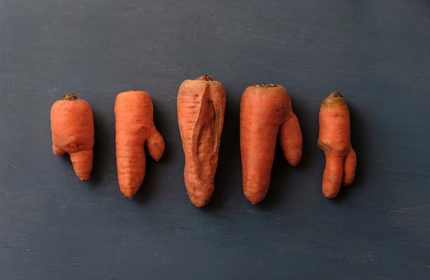 Cenouras feias com formas incomuns