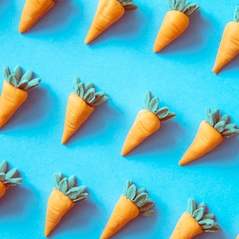Cenouras fofas como um padrão colorido
