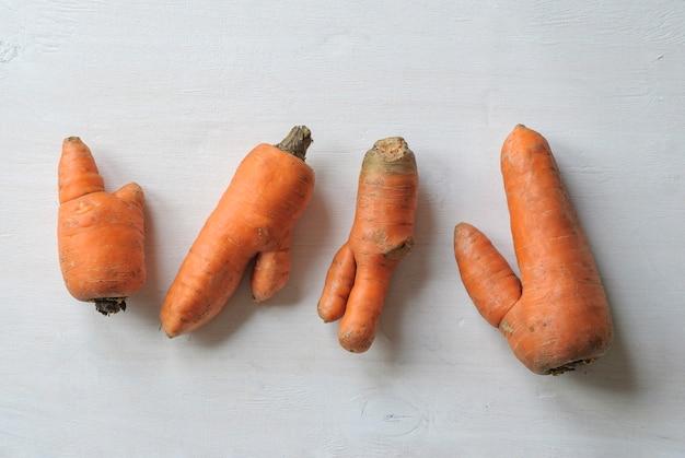 Cenouras imperfeitas com formas feias.