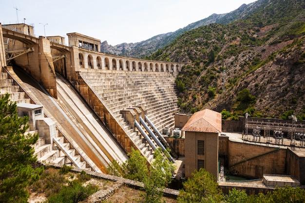 Central hidroeléctrica em segre