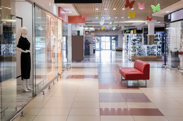 Centro comercial interno vazio