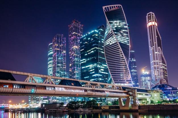 Centro de negócios da cidade de moscou à noite