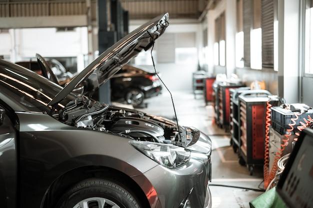 Centro de reparo e serviço de automóveis