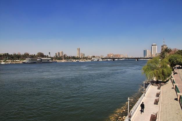 Centro do cairo, no rio nilo, egito