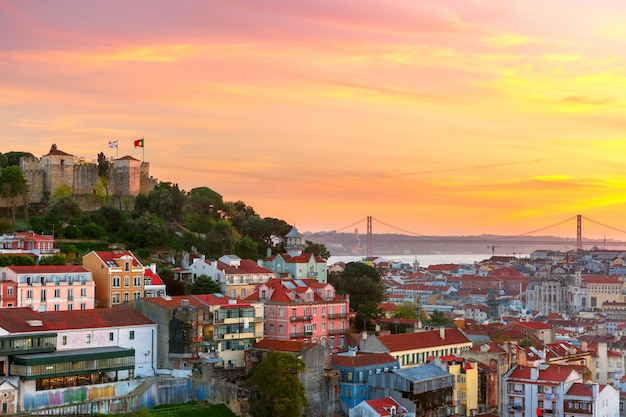 Centro histórico de lisboa ao pôr do sol, portugal
