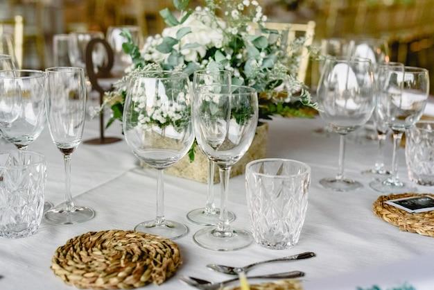 Centros de mesa bonitos com decoração vintage para casamentos.