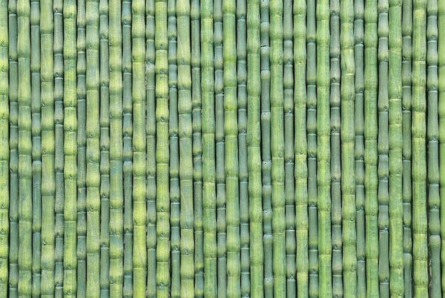 Cerca de bambu artificial verde como fundo de textura