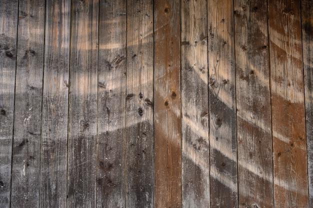 Cerca de fundo feita de velhas pranchas de madeira com espaço de cópia de textura