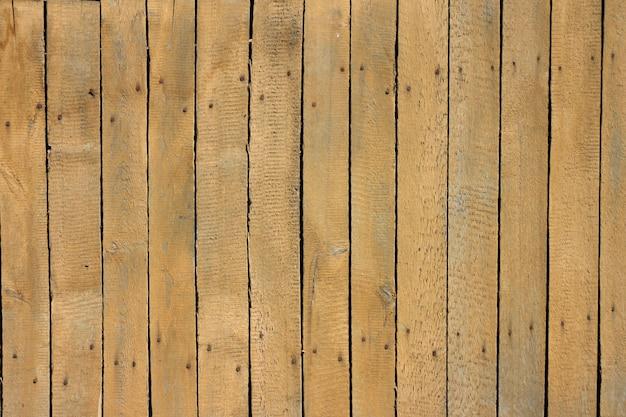 Cerca de madeira velha.