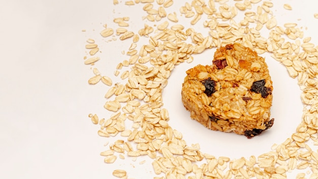 Cereais com passas e sementes de gergelim