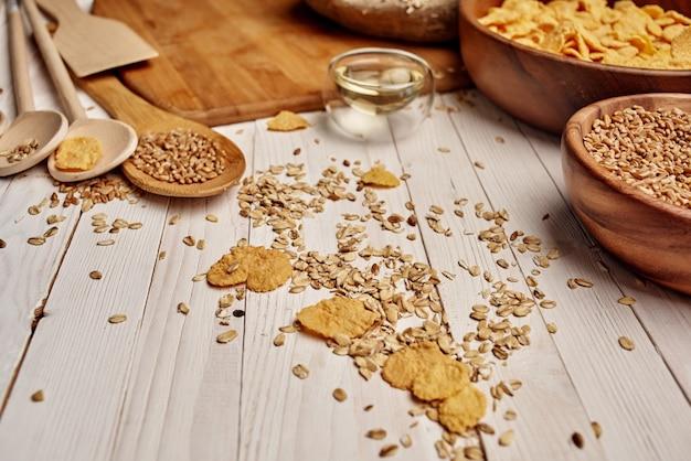Cereais cozinhando ingredientes para o café da manhã, cozinha vista de cima