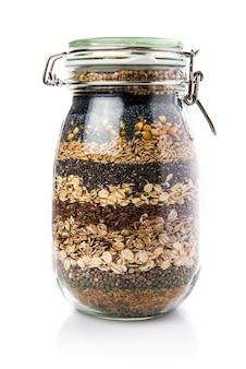 Cereais dentro do vidro jar