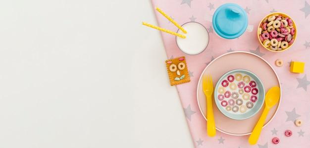 Cereais para bebés com espaço de cópia
