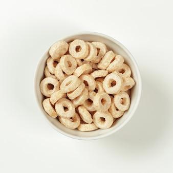 Cereais sobre branco
