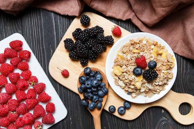Cereal. café da manhã com cereais e frutas. t