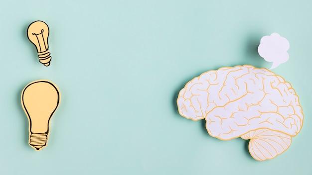 Cérebro de papel com lâmpada