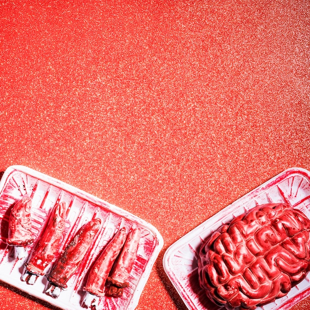 Cérebro e dedos falsos para festa de halloween