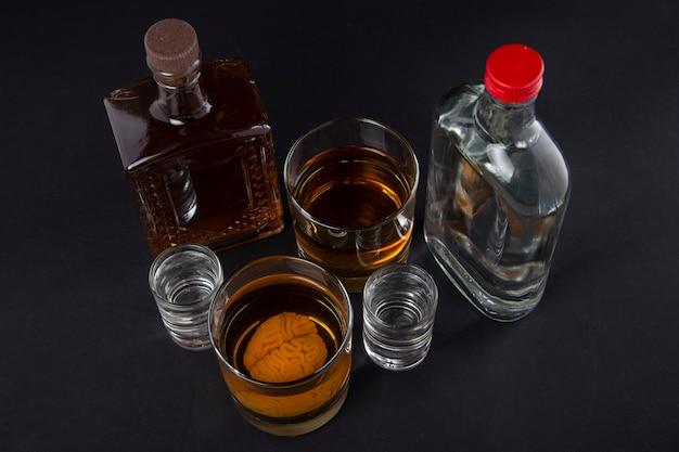 Cérebro humano em um copo com uma bebida alcoólica