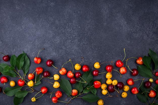Cereja fresca madura vermelha e amarela