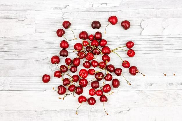 Cerejas maduras. bagas de verão, grande cereja marrom