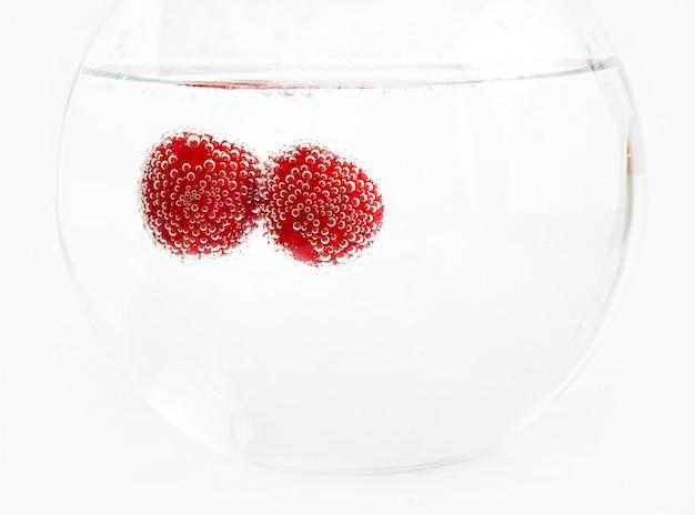 Cerejas na água