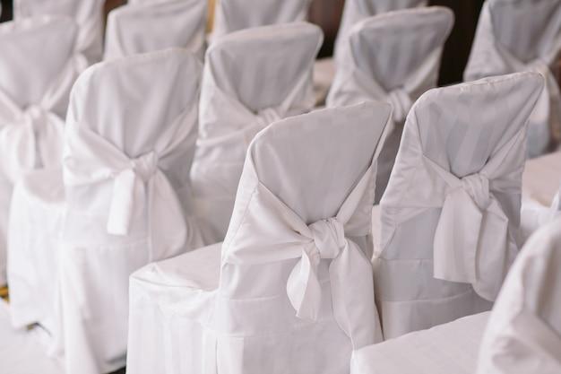 Cerimônia de casamento cadeiras em uma cerimônia de casamento