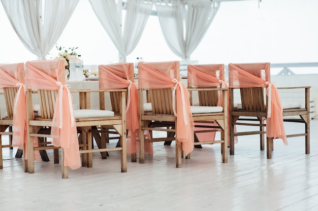 Cerimônia de casamento decorado cadeiras