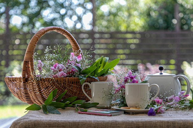 Cerimônia do chá no jardim