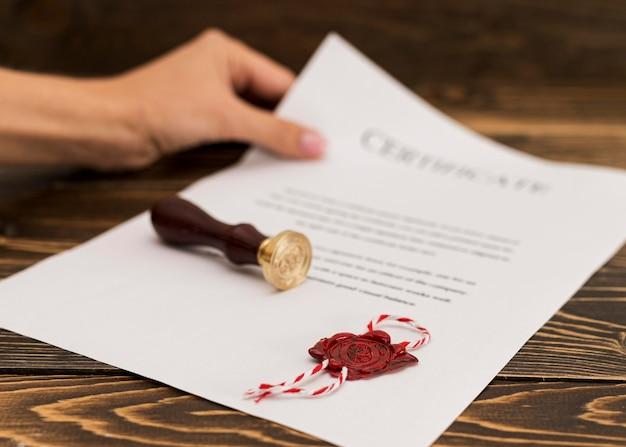 Certificado de diploma de graduação e selo de cera