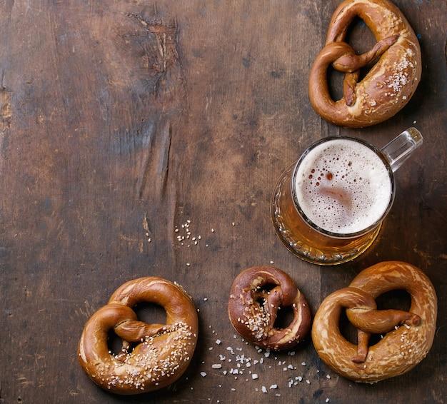 Cerveja com pretzels