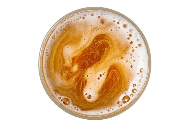 Cerveja em copo. espuma de cerveja com bolha. vista de cima.