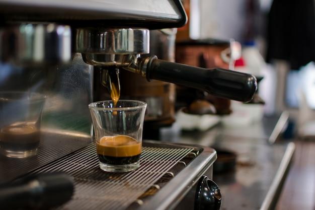 Cerveja profissional - detalhes da barra de café.
