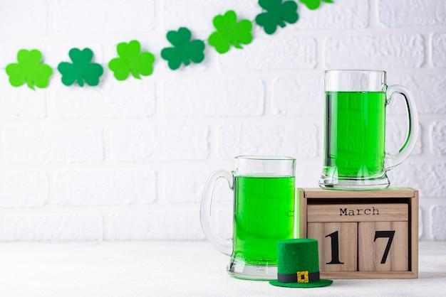 Cerveja verde do dia de são patrício