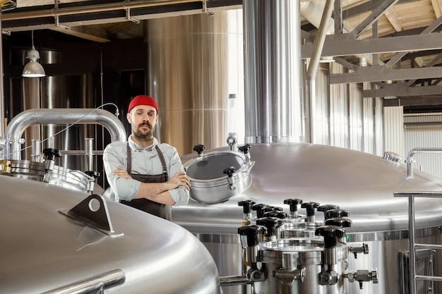Cervejeiro profissional na produção artesanal de álcool