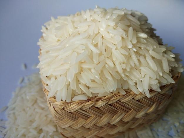 Cesta de arroz de jasmim
