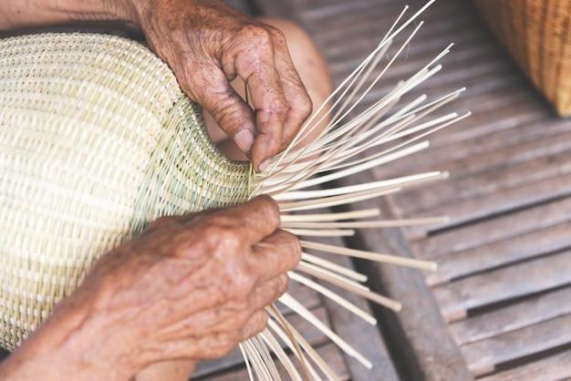 Cesta de bambu tecelagem