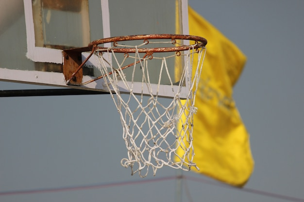 Cesta de basking basquetebol close up