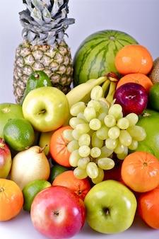 Cesta de frutas orgânicas frescas