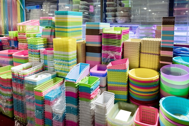 Cesta de plástico colorido