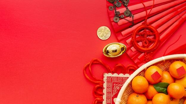 Cesta de tangerinas e pingente de ano novo chinês