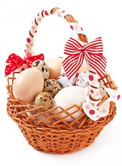 Cesta e ovos de páscoa